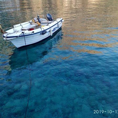 Loutro, Yunani: Πότε γαλάζιο,  πότε τυρκουαζ!