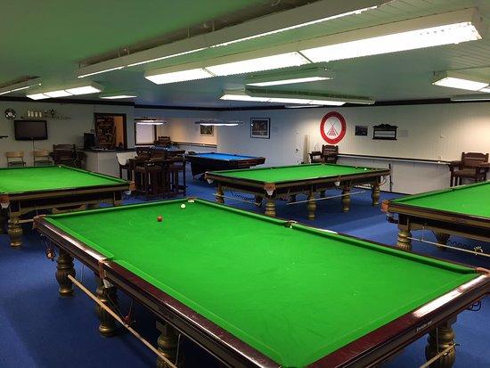 Os Biljard & Snooker Club