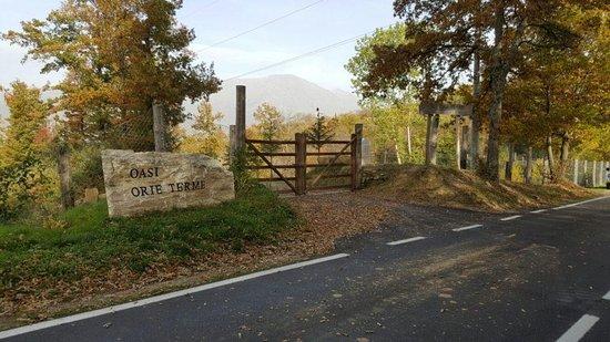 L'ingresso dell'Oasi di Orie Terme, situato sulla Strada 260 Picente, al km 36.