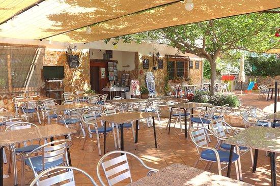 Beas de Granada, España: Restaurante, comidas caseras y carnes a la brasa.