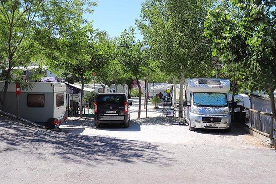 Beas de Granada, España: Parcelas con sombra