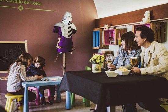 Zona de juegos en el interior del Restaurante de las Caballerizas del Castillo de Lorca.