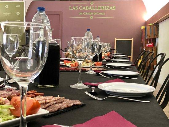 Comidas para grupos en el interior del Restaurante de Las Caballerizas del Castillo de Lorca