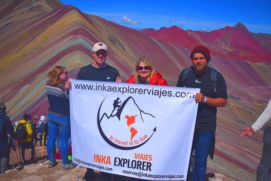 Pitumarca, Перу: Otra visita a la montaña de colores ,generando experiencias inolvidables ,con nuestro turistas de todas partes del mundo y en esta oportunidad nos toco esta linda experiencia con nuestros amigos de Alemania ,gracias por todo.