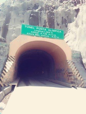 Chacas, بيرو: Túnel Punta Olímpica dirección al hermoso pueblo de Chacas.