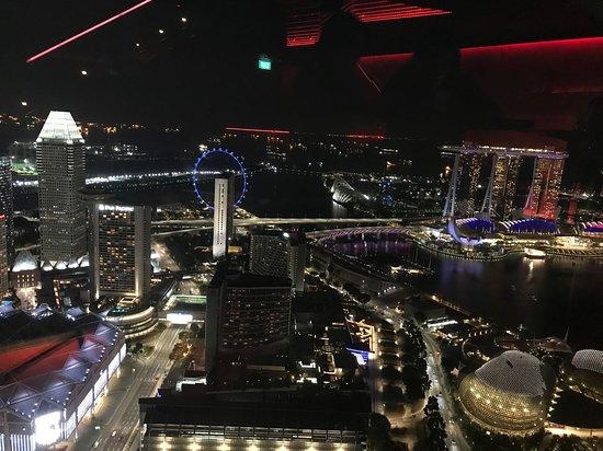 Vistas del Skyline de Singapore desde el Rouge Bar & Longe.