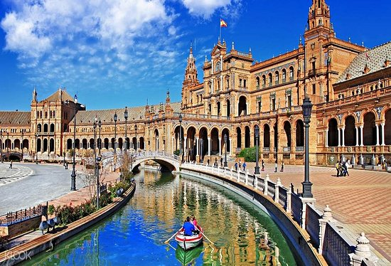 Spanje: Seville: Alcazar, Cathedral & Giralda Guided Tour - 1 Day   Visit Seville's most important monuments on a 3-hour skip-the-line tour. Hear about the history behind the Alcázar, Cathedral and Giralda Tower. http://dubaiholidays.ga  +201271431645  info@dubaiholidays.ga