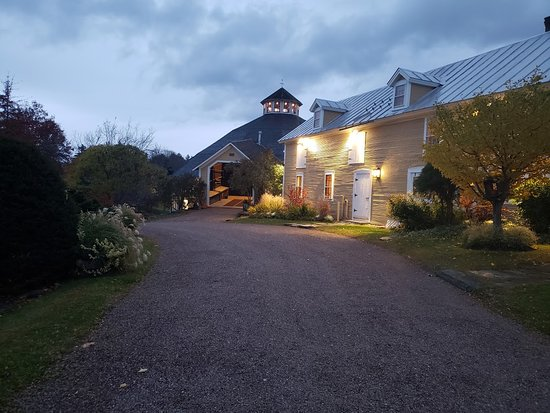 The Round Barn Farm: Beautiful and such a pleasant experience. My husband and I enjoyed our stay very much!