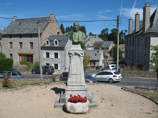 Monument au rebouteux Pierrounet