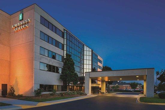 Embassy Suites by Hilton - Milwaukee Brookfield