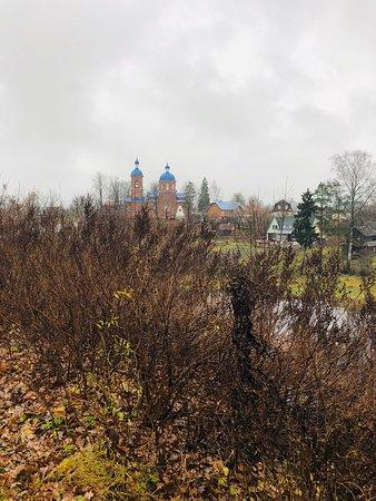 Симпатичный храм в месте слияния рек