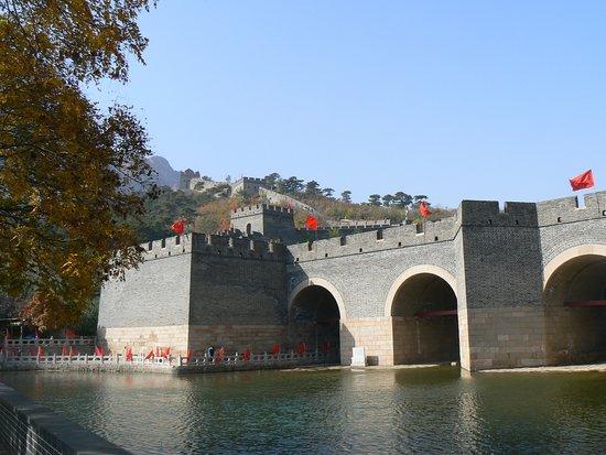 Suizhong County, China: Le pont et la partie accessible de la muraille