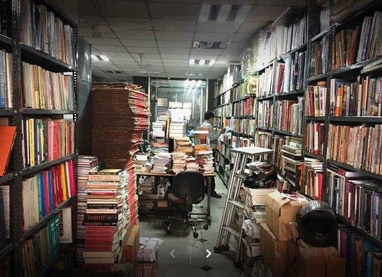 Aakar Books