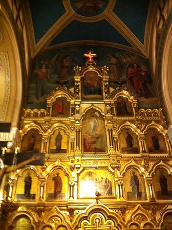Фрагмент иконостаса, над ним - светящийся крест. По-моему, смотрится прекрасно.