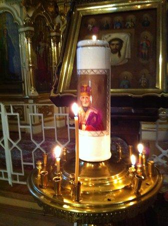 На большом подсвечнике - лик Николая Чудотворца. И это кроме почти 10 икон с его изображением. Так почитаем святой.