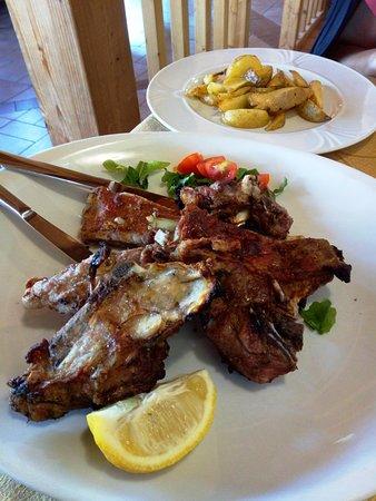 Cavalletto, Italia: Arrosto d'agnello e patate al forno