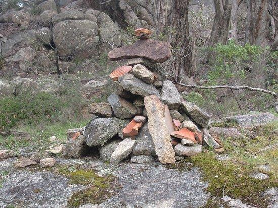 Warrak, Australia: Cairn marking turn-off for peak