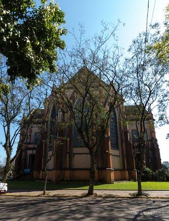 Vista da parte dos fundos da igreja.