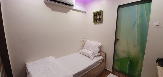 Savarkundla, India: Standard single room