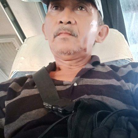 Midsayap, Филиппины: Just A Farmer & A Senior Citizen