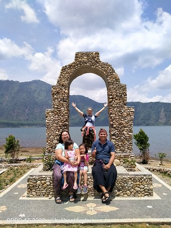 Fun tour with Philipine Fam Amante at lake Beratan