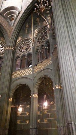 Chiesa Sacro Cuore di Maria: Gli archi a tutto sesto (particolare)