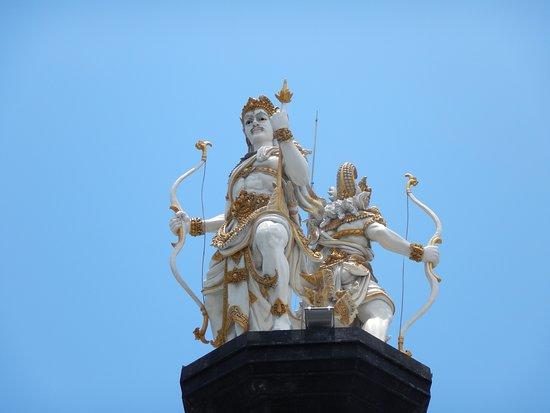 Nakula Sahadewa Statue