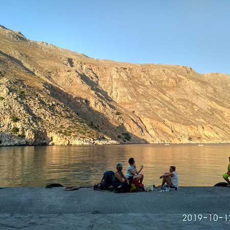Loutro, Yunani: Waiting for the Ferry