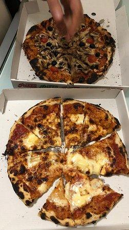 Pizzas queimadas.