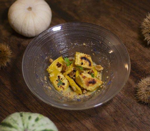 VILLA SOMIS / Plin piastrati con noci su porri fondenti e miele di castagno