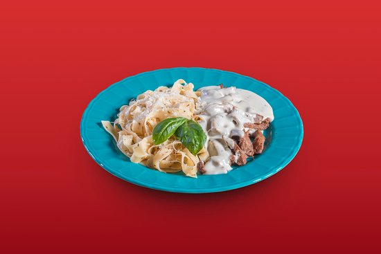 Itapora: tagliatelle com filé ao molho gorgonzola
