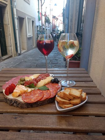 One of Taberna's specialties: cold cuts and Douro Region wines.