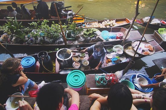 Lokale cai belde drijvende markt en ...