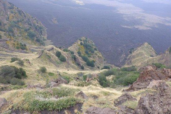 徒步北埃特納火山