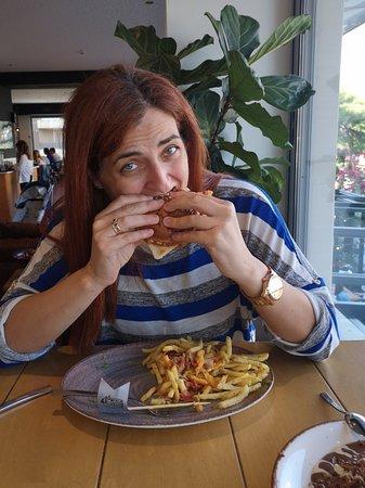 ... Υποδειγμα Customer Service... Μακραν το καλυτερο burger!!!!