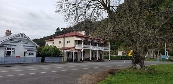The Ultimate Taumarunui to Stratford: The Hotel in the Republic ! Very nice welcome and good food.