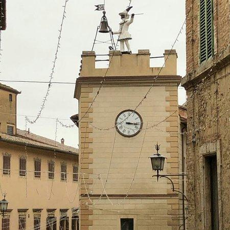 """Μοντεπουλτσιάνο, Ιταλία: La """"Torre di Pulcinella """""""