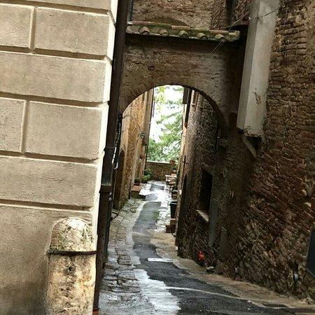 Μοντεπουλτσιάνο, Ιταλία: Passeggiando  per Montepulciano