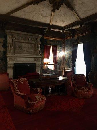 Beautiful estate and informative tiur