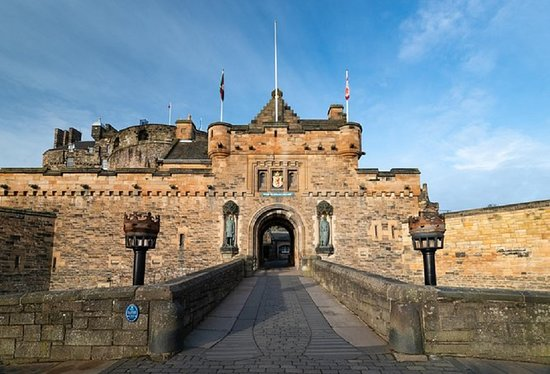 Spojené království: Edinburgh Castle Ticket - 1 Day  Visit Edinburgh Castle with this ticket. Learn about the battles and sieges fought at the castle, and about the royals who lived and died within its walls. Get panoramic views over Edinburgh, see the Crown Jewels, and more. http://dubaiholidays.ga +201271431645 info@dubaiholidays.ga