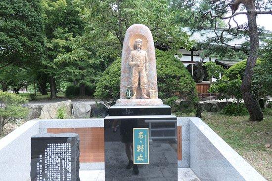 松本市は戦時中、近所の陸軍松本飛行場から多くの若者が特攻隊として ...