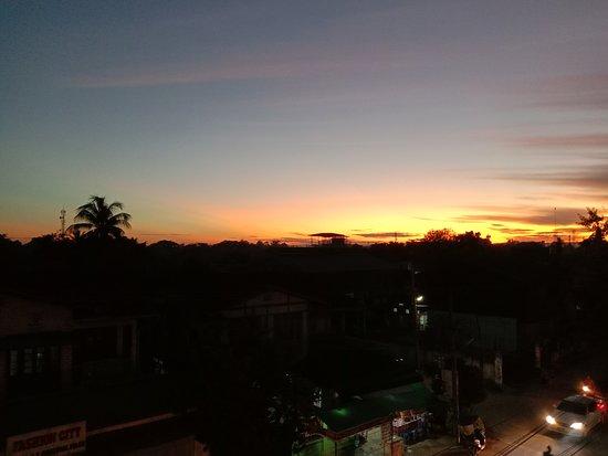 Hotel Myitkyina: Sunset over the mountains