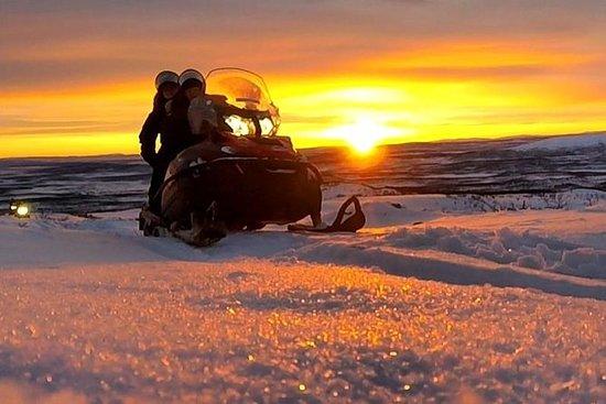 Amazing snowmobile tour to view point Mt Ednamvárri