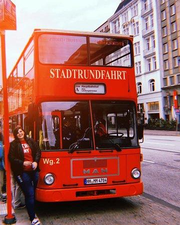 Excursión por la costa de Hamburgo: Tour en autobús con paradas libres por Hamburgo: O ônibus é lindinho, tem dois andares, eles te dão um fone e você consegue acompanhar tudo em tempo real!