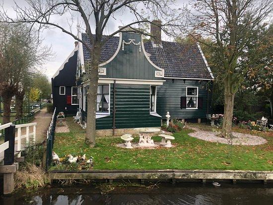 Holland Village Tours
