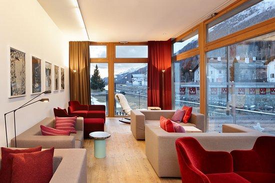 La Punt-Chamues-ch, İsviçre: Lounge mit Blick auf den Inn