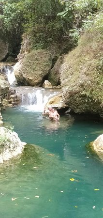 Batu Karas, Indonesië: waterfall 20 minutes away, own show you