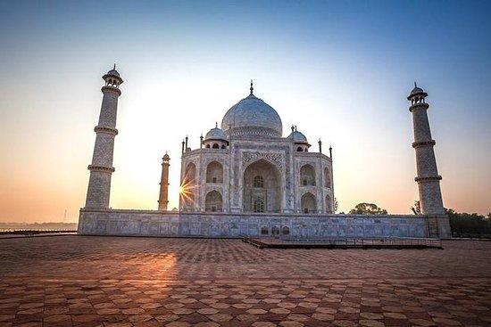 Taj Mahal Soluppgång Samma dag med bil
