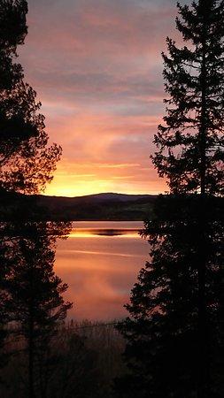 Коммуна Вердаль, Норвегия: Soloppgang over Leksdalsvannet
