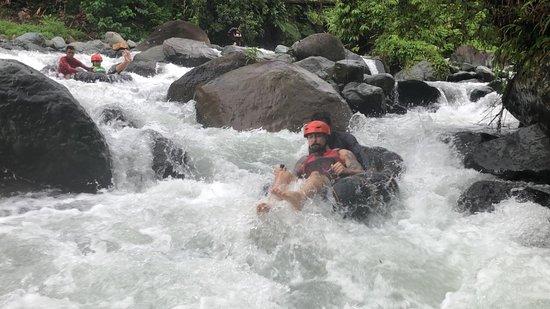 Maitum, Filipini: navigating the rapids